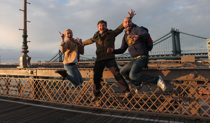 junmp en brooklyn bridge