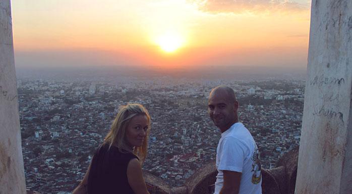 puesta de sol jaipur adri y gosia molaviajar