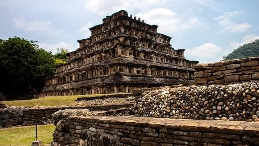 Pirámide de los Nichos mexico