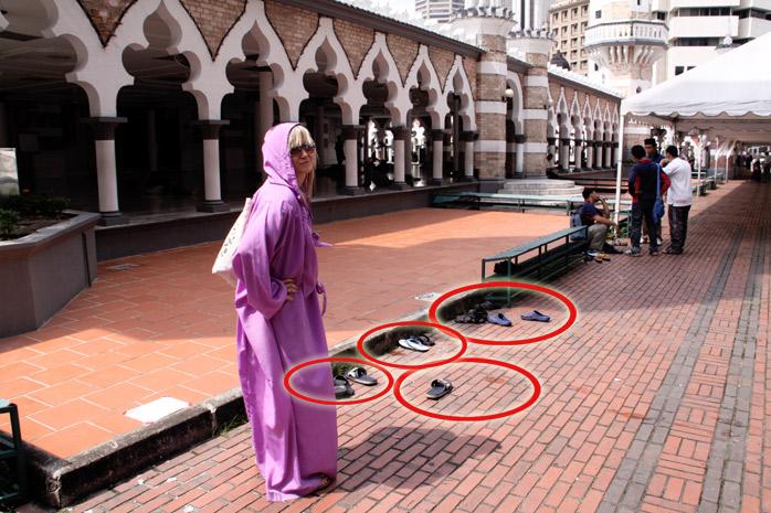 zapatos fuera de mezquitas