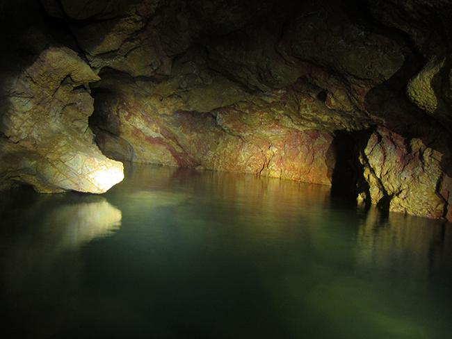 cueva natural en cataluña
