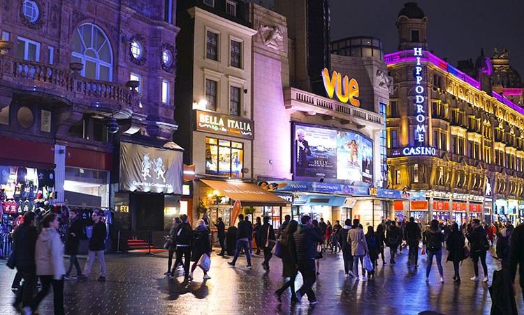 Leicester Square molaviajar noche