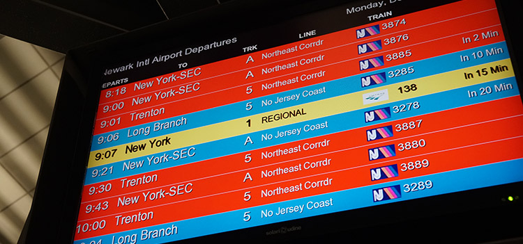 trenes nueva york pantalla aeropuerto