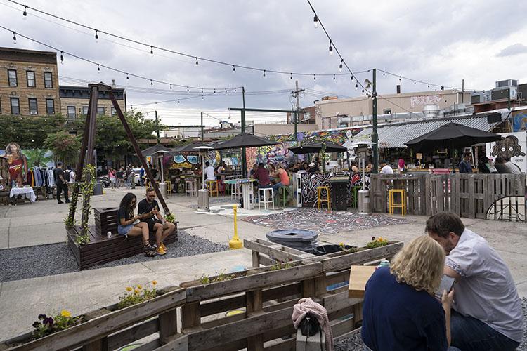 Brooklyn beer garden ruta de grafitis en Bushwick